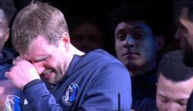 NBA/德佬爆哭!馬刺致敬影片太強 NBA,達拉斯獨行俠,Dirk Nowitzki,退休,聖安東尼奧馬刺 翻攝自推特