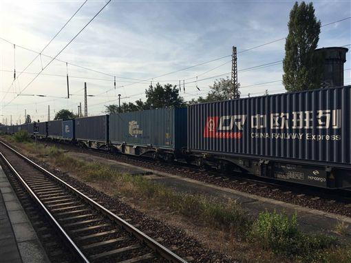 橫跨歐亞大陸的中歐班列每週抵達杜伊斯堡的班次有35班。中央社記者林育立攝 108年4月11日