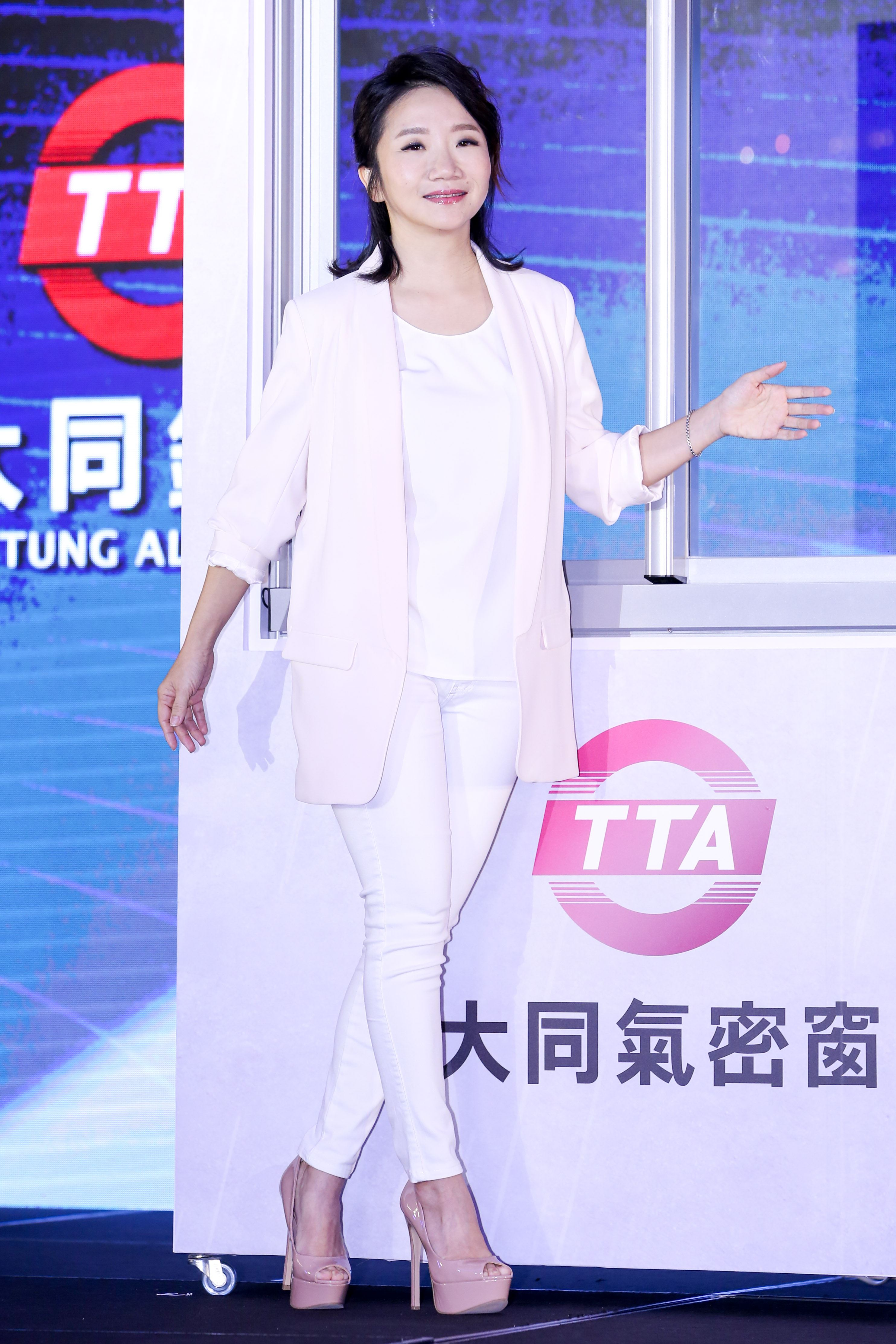 陶晶瑩代言大同鋁業氣密窗活動。(記者林士傑/攝影)