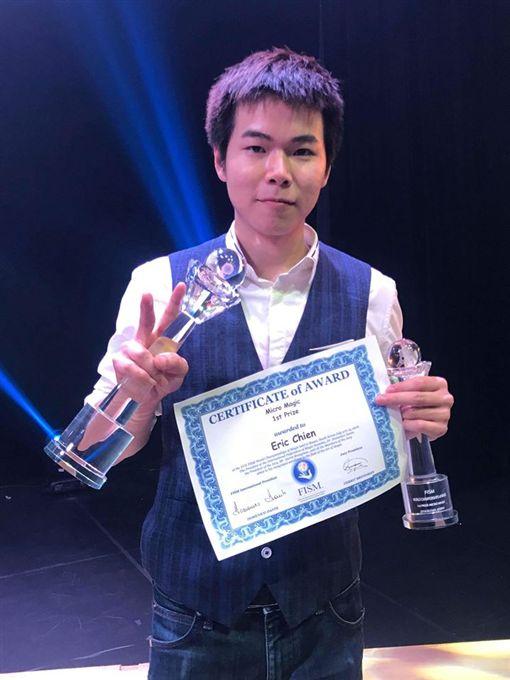 《亞洲達人秀》簡綸廷(Eric Chien)奪下冠軍。(圖/Eric Chien 臉書)