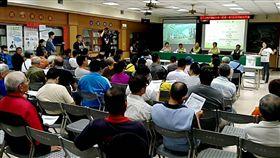 台南市捷運工程處11日晚間在東區公所舉辦先進運輸系統(捷運)規劃分區說明會,吸引不少關心台南市交通建設的民眾到場參加。中央社記者楊思瑞攝 108年4月11日