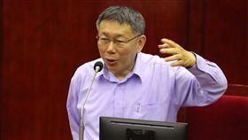 開通微博引關注 柯文哲:不要怕接觸台北市長柯文哲日前開通個人微博帳號,他11日列席台北市議會市政質詢,引來多名議員質詢關切,柯文哲強調,不要怕接觸,台北有很多活動可以對中國行銷。中央社記者張皓安攝 108年4月11日