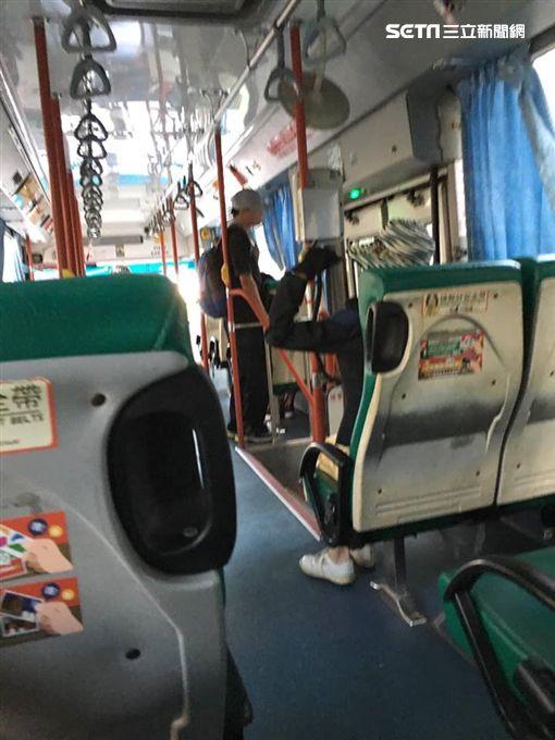 公車,噁男,色狼,鴨舌帽,女學生,熟睡,變態