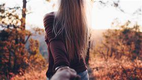 戀愛,單身,分手,旅遊,開心,愛情(圖非新聞當事人/攝影 者Nathan McBride/翻攝自unsplash) https://unsplash.com/photos/DEmPhCx7y8Q