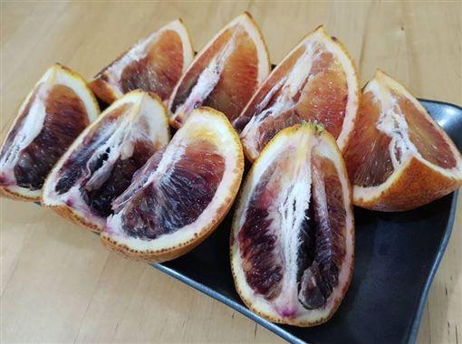 好市多「血橙」外型特殊引發熱議。(圖/翻攝自Costco好市多 商品經驗老實說)