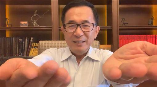 就是有病!陳水扁PO「手抖片」:難道尿袋拿出來才算數?(圖/翻攝自YonGe Chen)