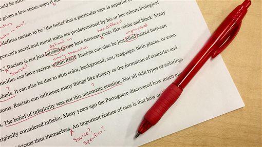 考試,考卷,學生,紅筆,老師/pixabay