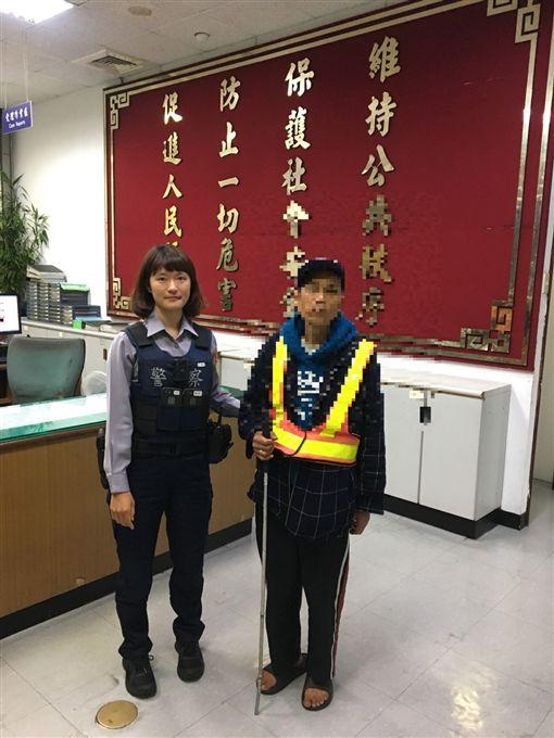 台北,松山,視障,三民派出所。翻攝畫面