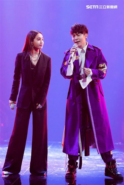吳青峰與天后蔡依林對唱「怪美的」。(圖/環球唱片提供)