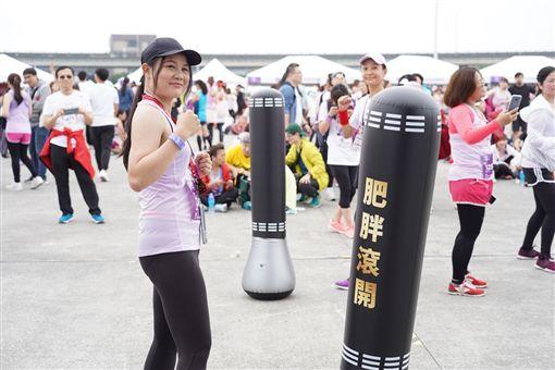 ▲體會「姊無畏」的精神,特地在賽後設置拳擊體驗課程。(圖/中華民國路跑協會提供)
