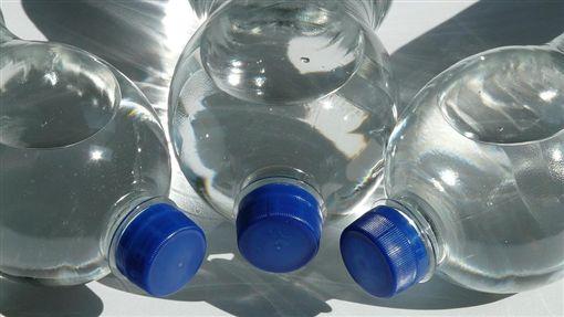 買水,PTT,喝水,飲水機,保特瓶/pixabay