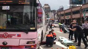 L公車撞斷腿2400