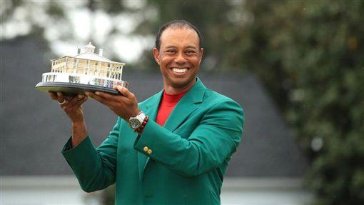 老虎伍茲(Tiger Woods)拿下美國大師賽(亦稱美國高球名人賽)冠軍(圖/翻攝自推特)