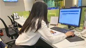 上班族注意!腰痛要人命 坐辦公室「這姿勢」對腰傷害超大(記者詹千雁攝影)