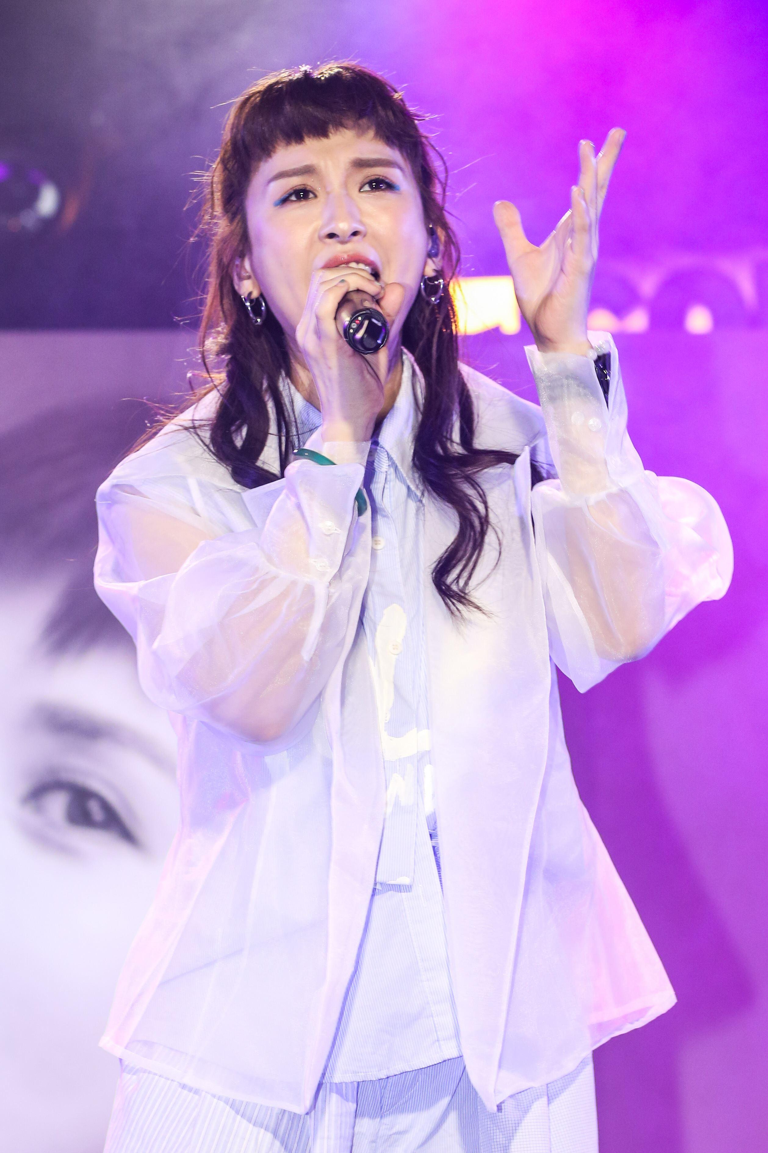 魏如昀2019全新單曲「深愛著」發布記者會並演唱全新單曲。(記者林士傑/攝影)