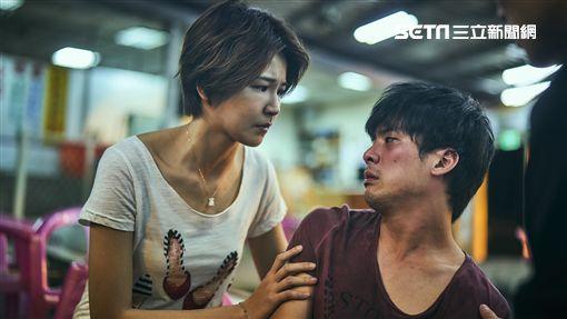 林哲熹(右)醉後哭訴問曾沛慈「姐,為什麼是我」演技大獲好評。(圖/公視提供)