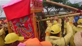 (圖/翻攝自白沙屯媽祖網路電視台YouTube)媽祖,白沙屯,舞獅,萌娃