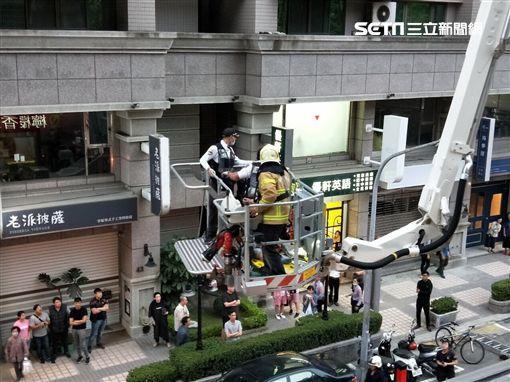 左營11歲男童墜下17樓 插管搶救!日籍母聽鄰呼救才知