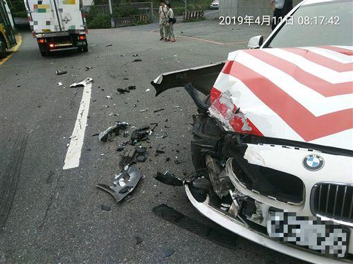 台北,紅斑馬,國道警,貨車(圖/翻攝爆料公社)