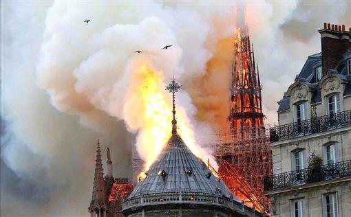 法國,首都,巴黎,聖母院,教堂,火災翻攝推特