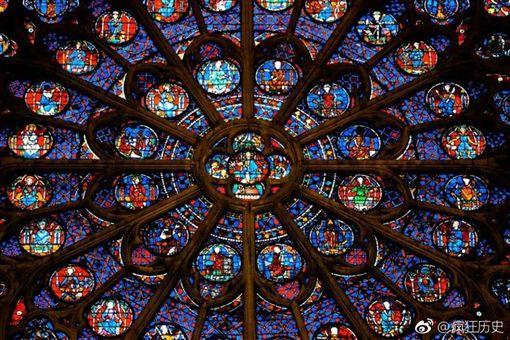 巴黎聖母院。微博