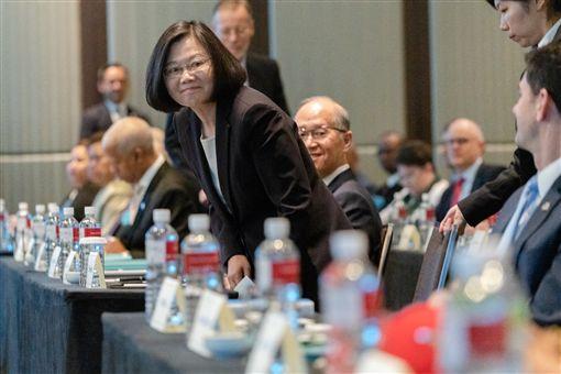 蔡英文總統16日上午出席遠景基金會與美國哈德遜研究所共同舉辦的「印太安全對話」研討會。(圖/總統府提供)