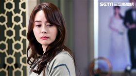禹喜珍在劇中為了保住婚姻只好找上代理孕母生子。(圖/中天提供)