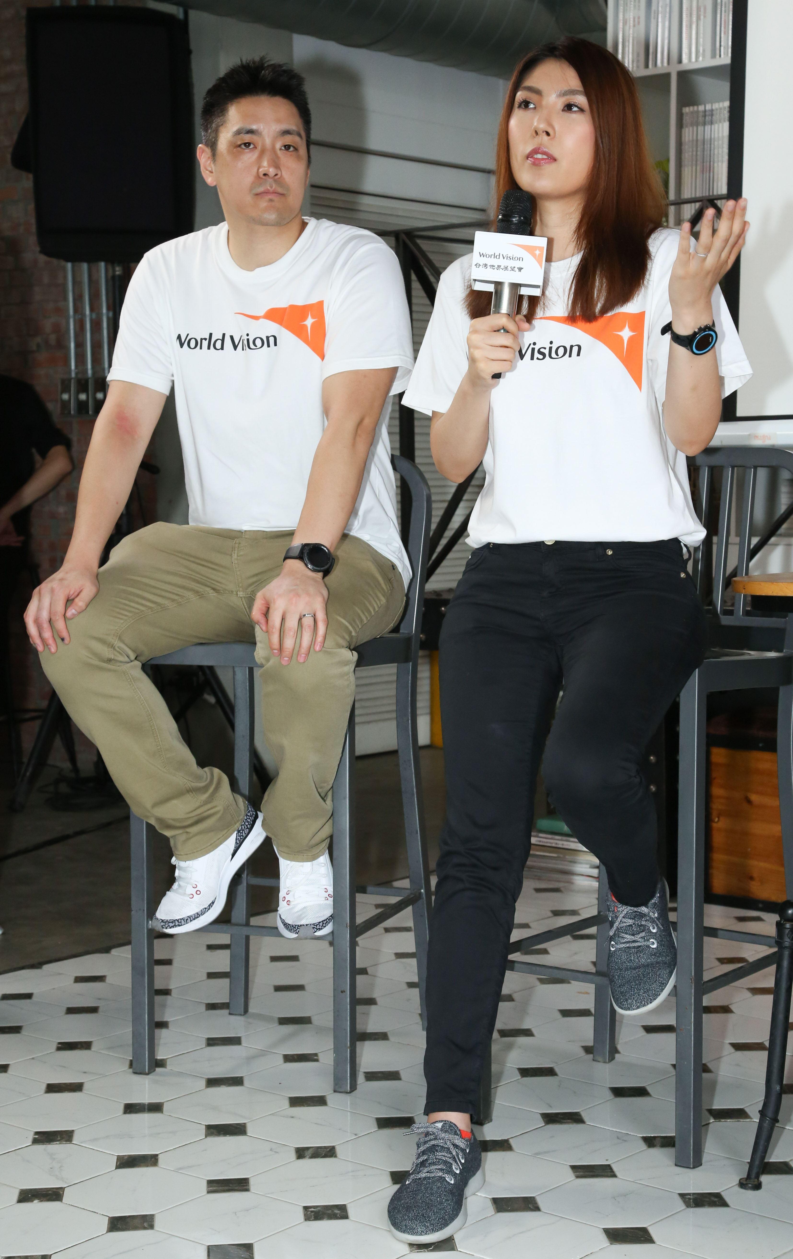 蔡阿嘎與理科太太參加台灣世界展望會宣導活動,理科先生一同參與慈善活動。(記者林士傑/攝影)