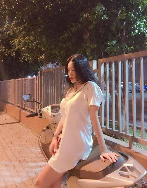越南機車妹,車頭燈超亮。(圖/翻攝自PTT)