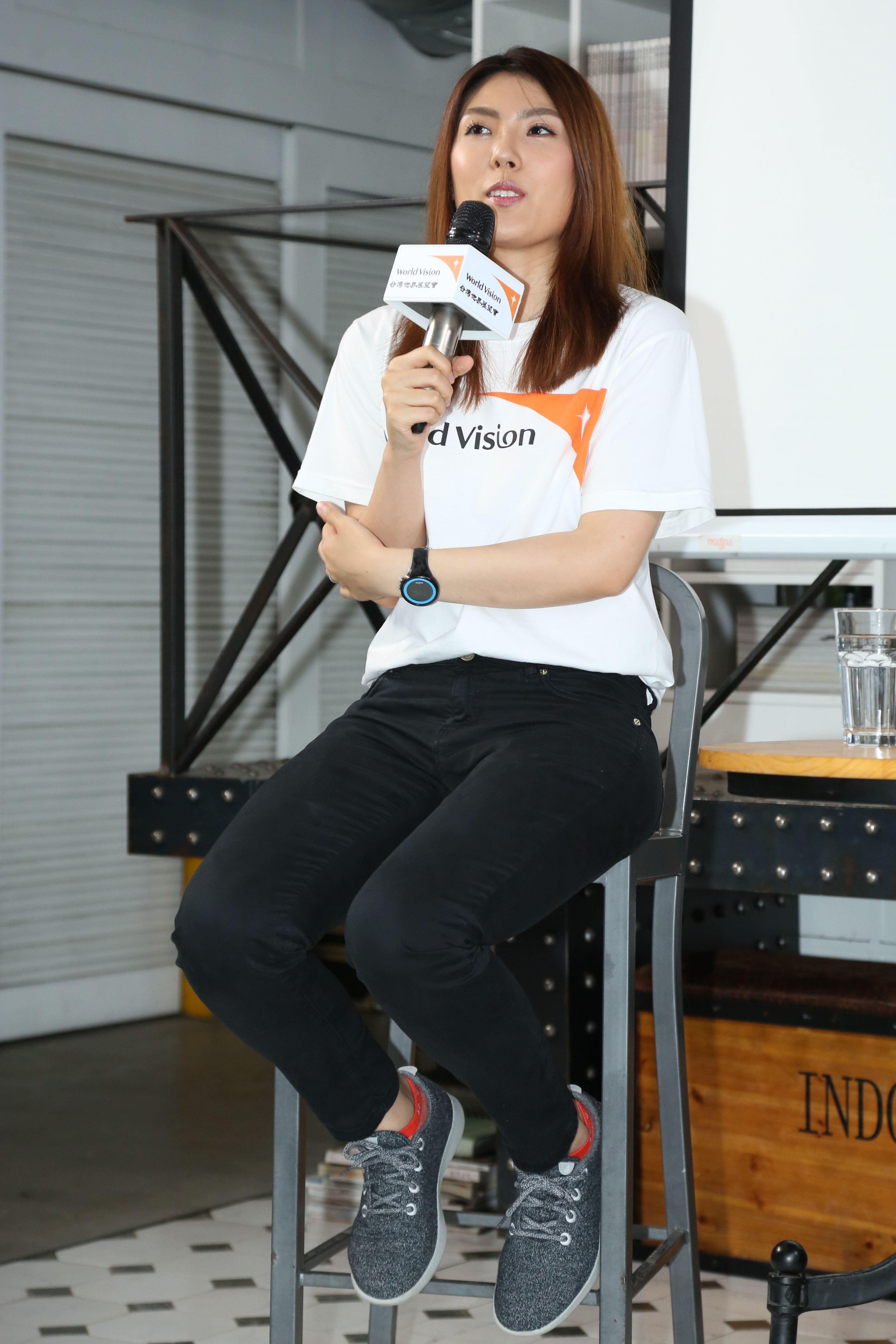 蔡阿嘎與理科太太參加台灣世界展望會宣導活動,理科太太分享心得。(記者林士傑/攝影)