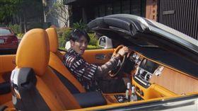 不管是二輪還是四輪,看一下「老蕭」蕭敬騰的愛車收藏,完全沒在跟你客氣的!