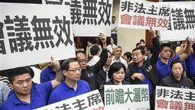 立法院財政委員會聯席審查前瞻基礎建設預算,國民黨杯葛抗議 圖/記者林敬旻攝