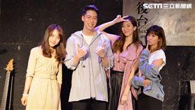 袁詠琳(右)、蔡佩軒(左)兩位實力派女歌手幫《The Lighters》助陣。(圖/杰思音樂提供)