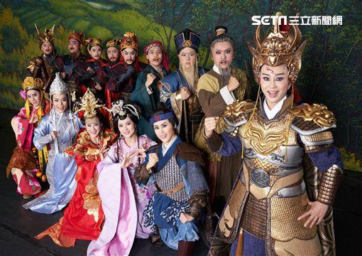 孫翠鳳出院復工拍攝《龍城爭霸》定裝照。(圖/明華園提供)