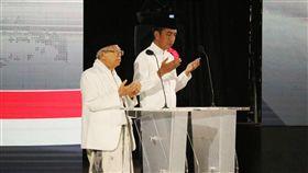 印尼總統佐科威改打組織戰印尼總統佐科威(右)與副手安明(左)在4月13日參加最後一場選前辯論。中央社記者石秀娟雅加達攝  108年4月16日