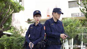 中市警「神鵰俠侶」拍攝新警察制服/中市警提供