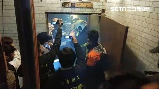 警方再度率隊前往LV精品旅館查緝(翻攝畫面)