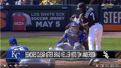 ▲白襪安德森(Tim Anderson)開轟爽棒太狂慘遭觸身球伺候。(圖/翻攝自YouTube)