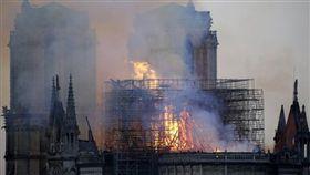 聖母院,大火,火災,耶穌,顯靈,巴黎,法國 Lesley Rowan臉書