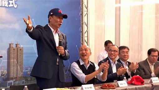 郭台銘,總統,參選,國旗,帽子,韓國瑜/翻攝自郭台銘臉書