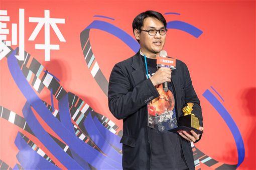 107年度優良劇本獎15日晚間頒獎,鏡文學編劇賴東澤(圖)作品「紅星孤旅」獲首獎。(國家電影中心提供)中央社記者洪健倫傳真 108年4月16日