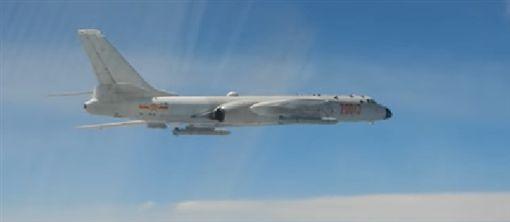 國防部影片共機轟六轟炸機,臉書