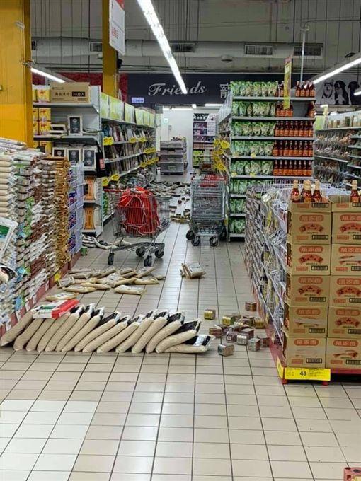 花蓮6.1地震,賣場崩塌(圖/翻攝自爆廢公社二館)