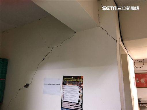 怵目驚心!6.1地震狂搖北台灣 震裂南京東路辦公室牆面圖/翻攝畫面