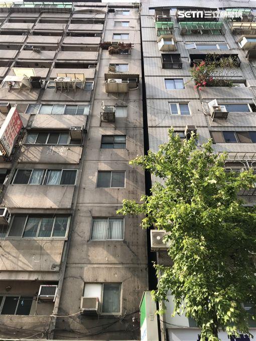 台北,信義區,信義路,傾斜,地震(圖/翻攝畫面)