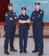 新式警服則轉換為藏青色,以勤務、安全、舒適為考量所設計的「專業戰術型」。(記者邱榮吉/攝影)