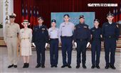 全台灣警察服從原本的卡其服轉換成灰色系款式,再變更成「藏青色」新式警服。(記者邱榮吉/攝影)