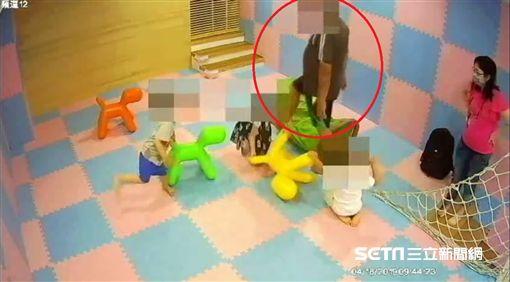 沙鹿診所傳怪男抱男童/翻攝畫面