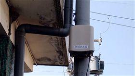 抗空污數據透明 中市增350個微型感測器台中市政府環保局將與行政院環保署合作,在工廠、學校及公共場所等人口密集區增加350個「微型感測器」布點,使鄰近感測器100至300公尺民眾快速掌握空氣品質即時參考數據。(市府提供)中央社記者郝雪卿傳真 108年4月19日