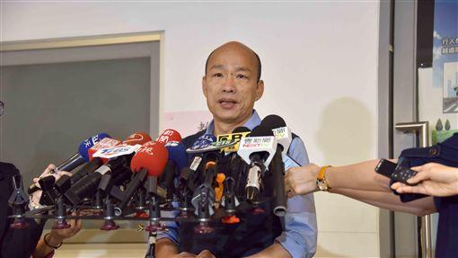 韓國瑜高雄市政府受訪,回應吳敦義徵召。/高雄市政府提供